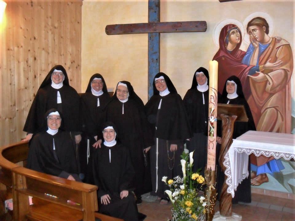 23-Paganica-Clarisse con Croce di Lampedusa